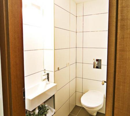 15-guest-toilet.jpg