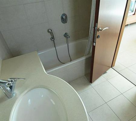 bathroom-small-room.jpg